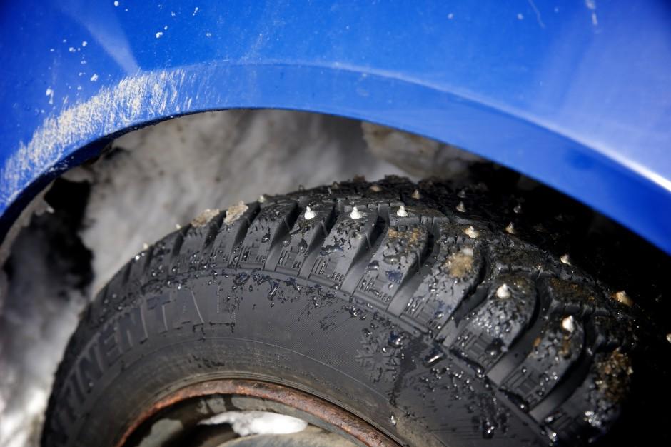 Pneus cloutés sur Subaru