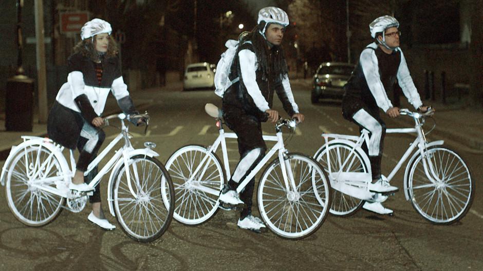 volvo pr sente une peinture pour sauver les cyclistes. Black Bedroom Furniture Sets. Home Design Ideas