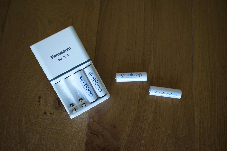 Test du chargeur de piles aa aaa lr6 lr03 panasonic bq cc55e - Chargeur de piles intelligent ...