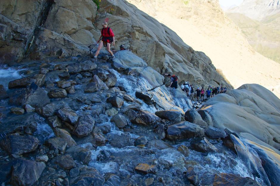 breche de roland pyrenees passage ruisseau