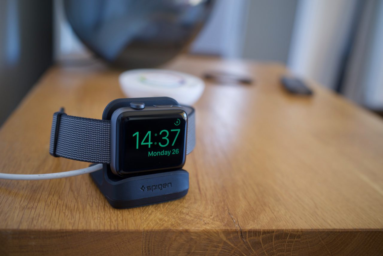 spigen-apple-watch-dock