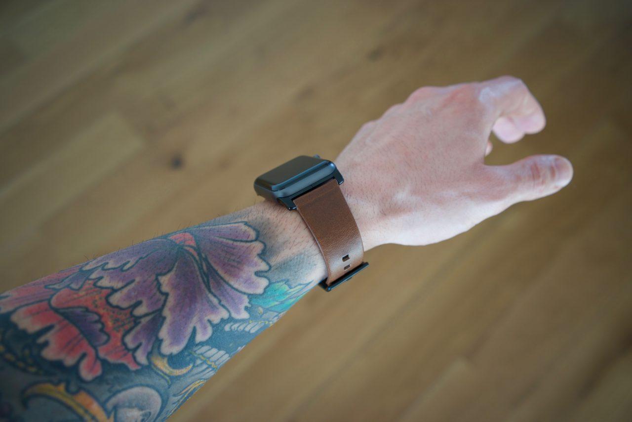bracelet cuir poignet tatouage