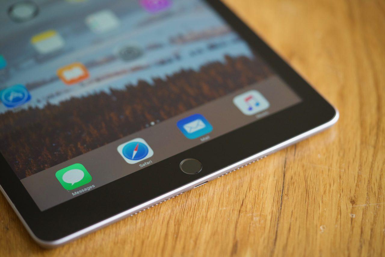iPad 2017 dock