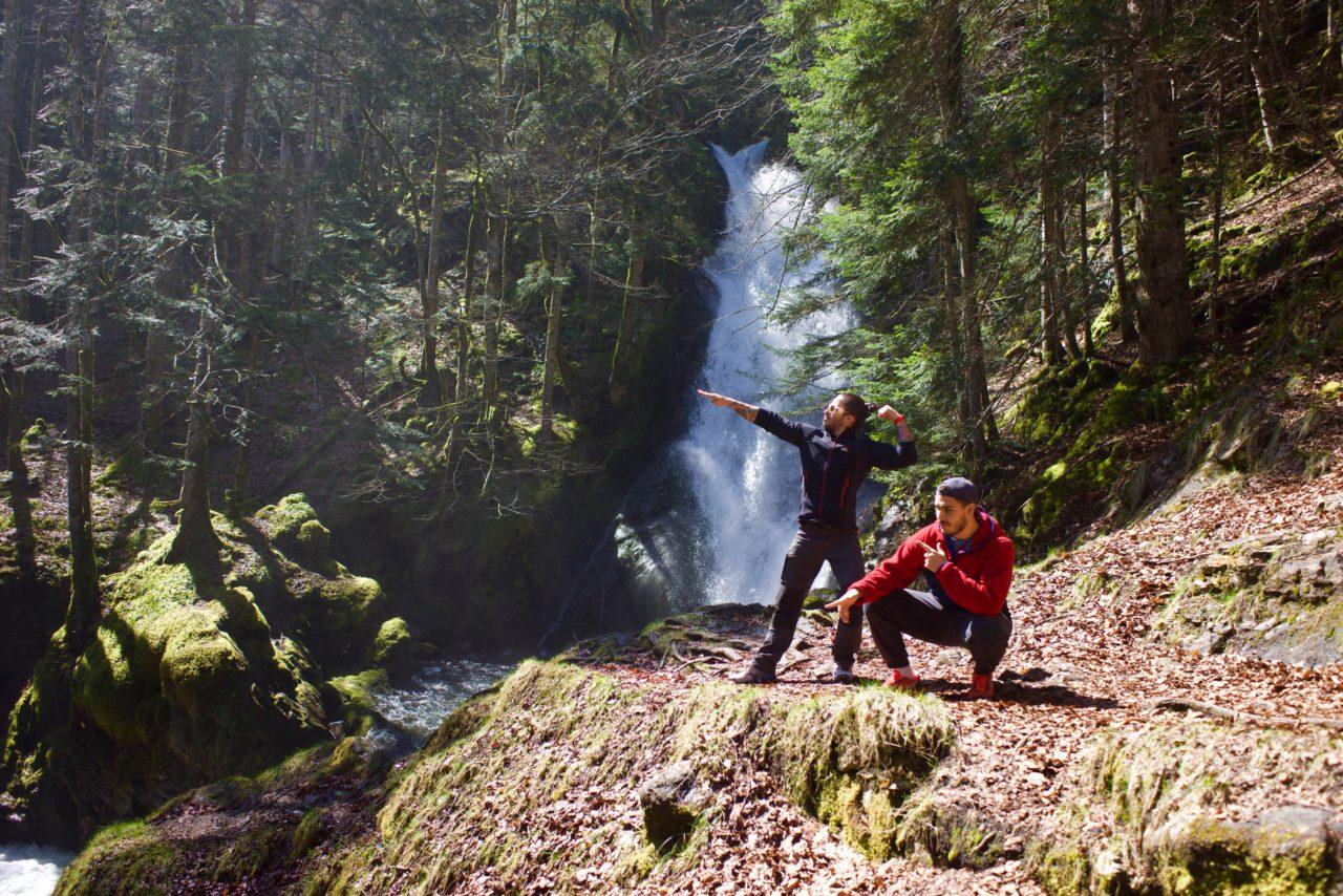 posing cascade randonnee ariege